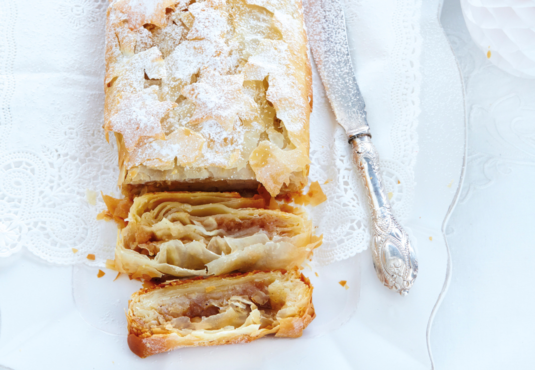 The-Good-Life-Christmas-Recipes-Strudel